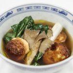 Asiatisk suppe med kongekrabbeboller