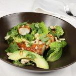 Salat med kongekrabbe, cashew og avokado